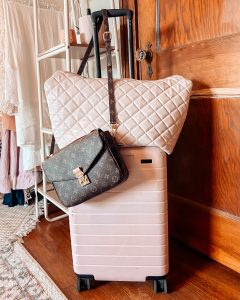 How to pack in only a carryon